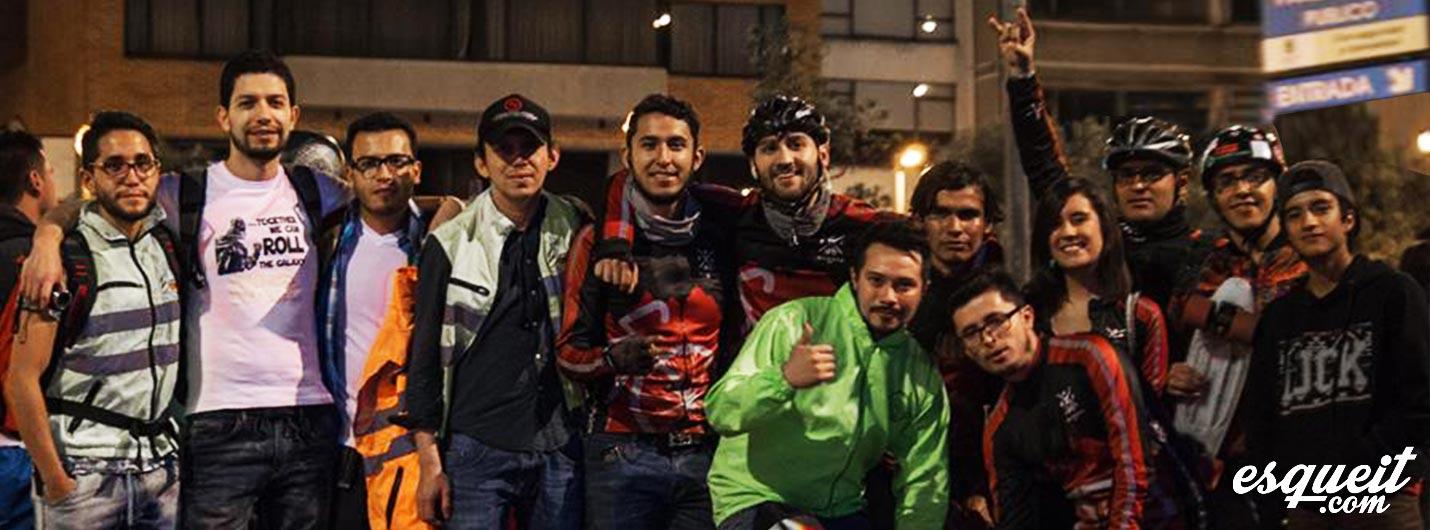 Ciclistas y patinadores en Bogotá