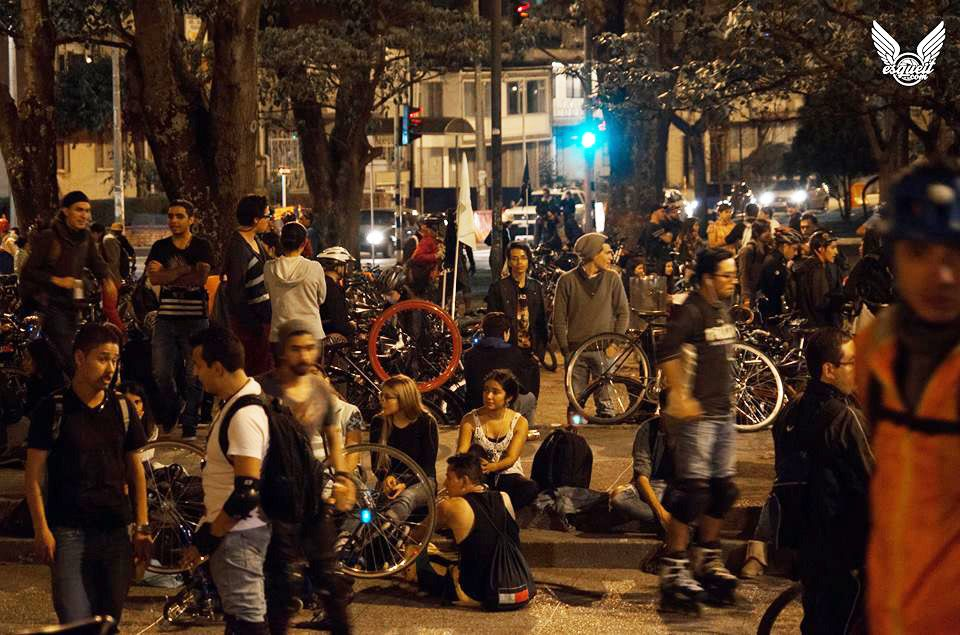 Ciclistas y patinadores urbanos en Bogotá